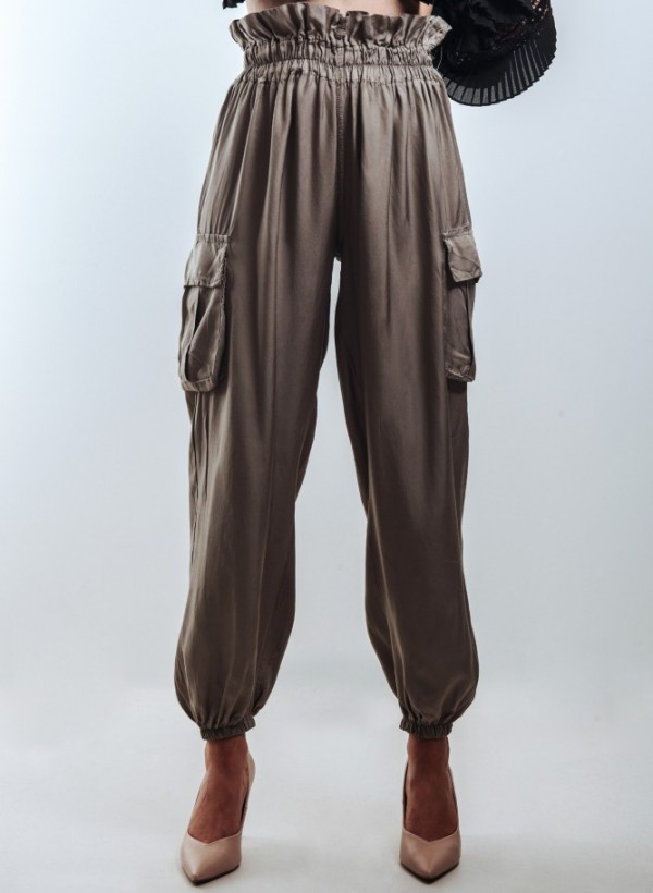 Spodnie bojówki w kolorze beżowym